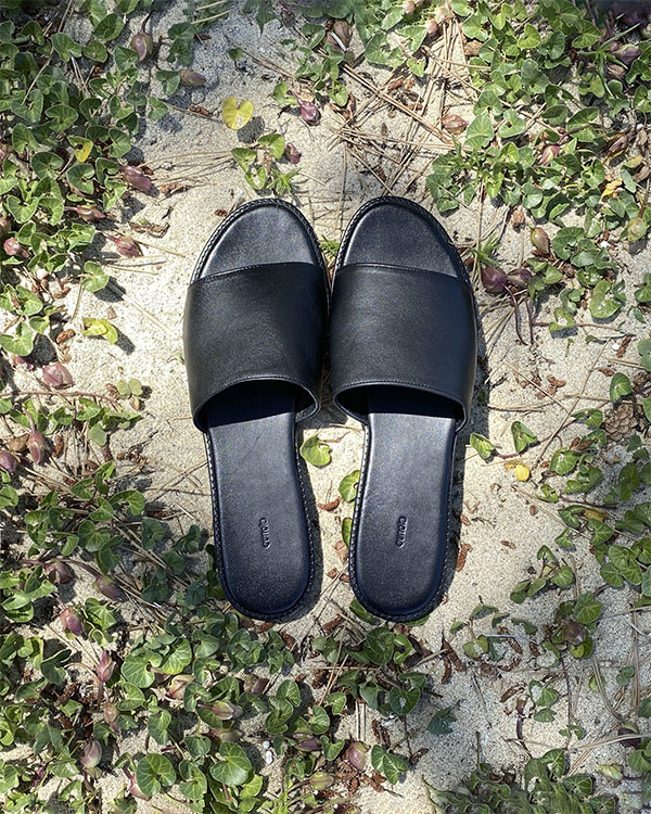 black leather slide (sold out)