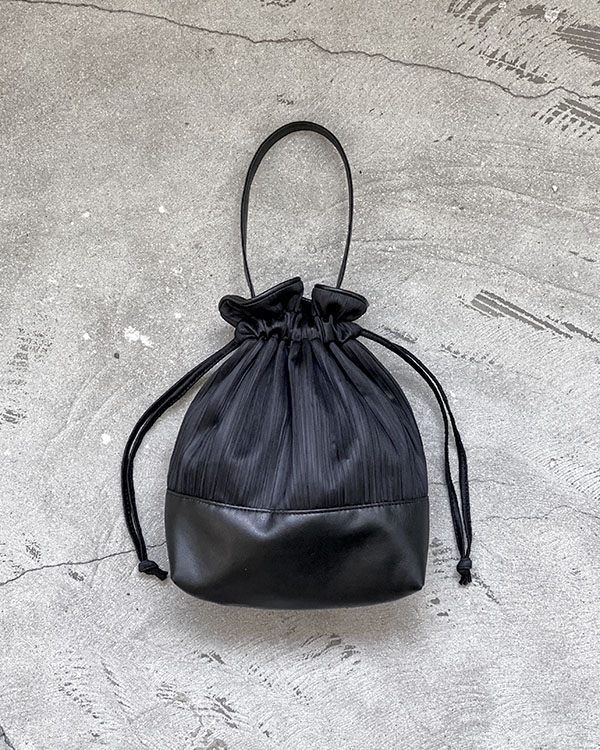 pleats bucket bag (sold out)